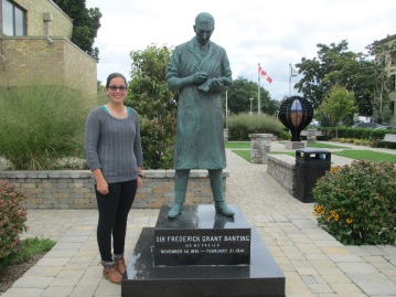 Taryn with  Sir Frederick Banting's statue in Sir Frederick G. Banting Square.