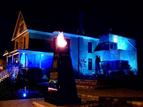 banting-house-lit-blue