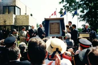 Unveiling of plaque (3)